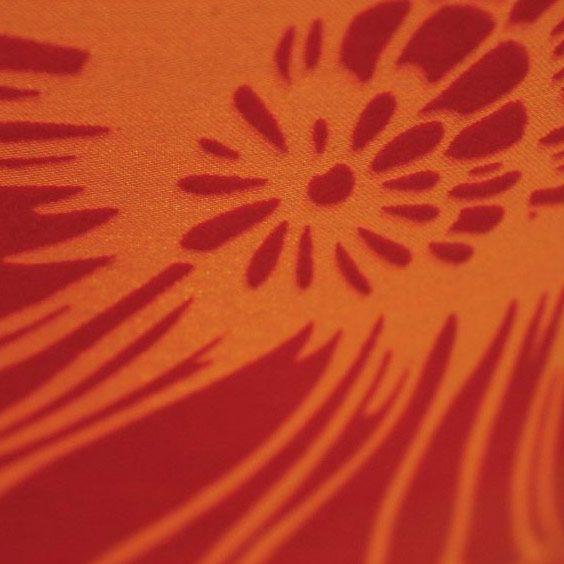 Imprimé rouge sur fond orange | Lampe | Abat-jour Illimités | Montréal