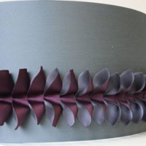 Abat-jour gris avec une bande de tissu mauve plié | Lampe | Abat-jour Illimités | Montréal